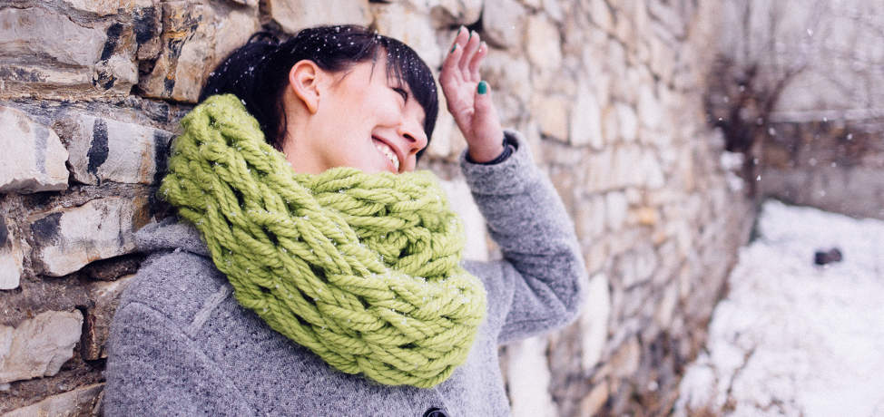 Infinity scarf arm knit (free pattern and video tutorial)